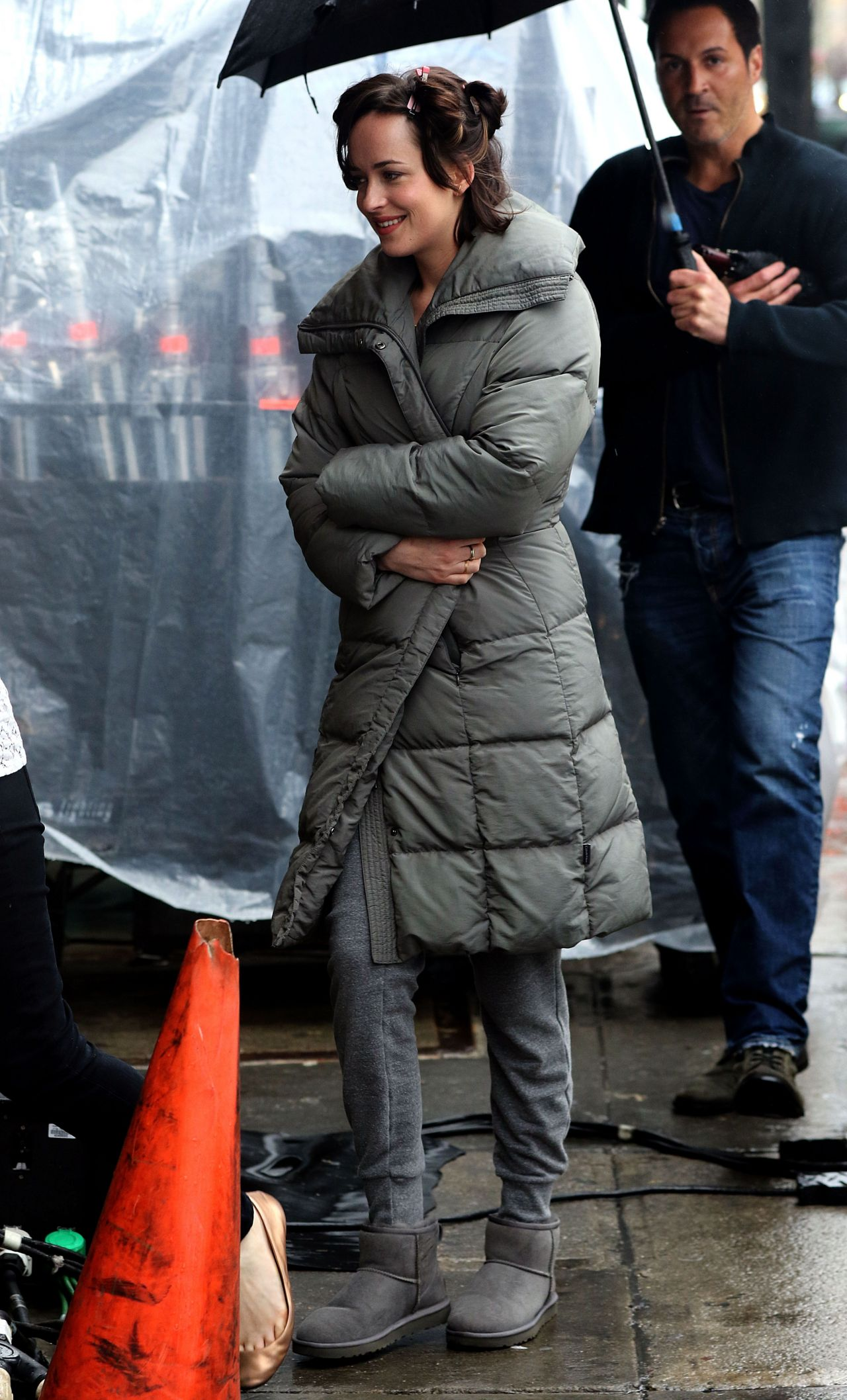 Dakota Johnson '� 'how To Be Single' Set Photos, New York,