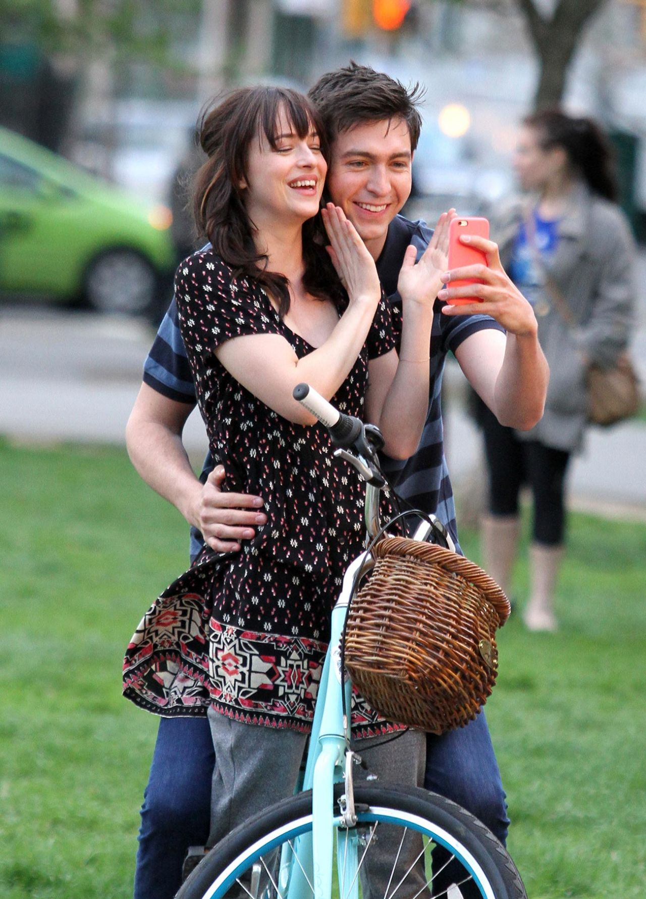 Dakota Johnson On Set Of 'how To Be Single' In New York City