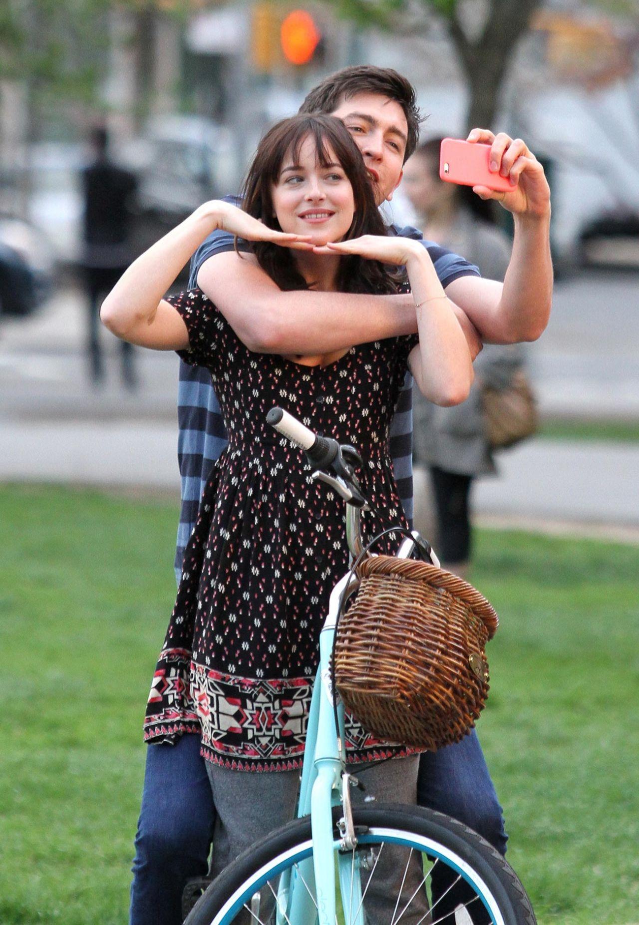 Dakota Johnson On Set Of Htbscel How To Be Happy Being Single Woman