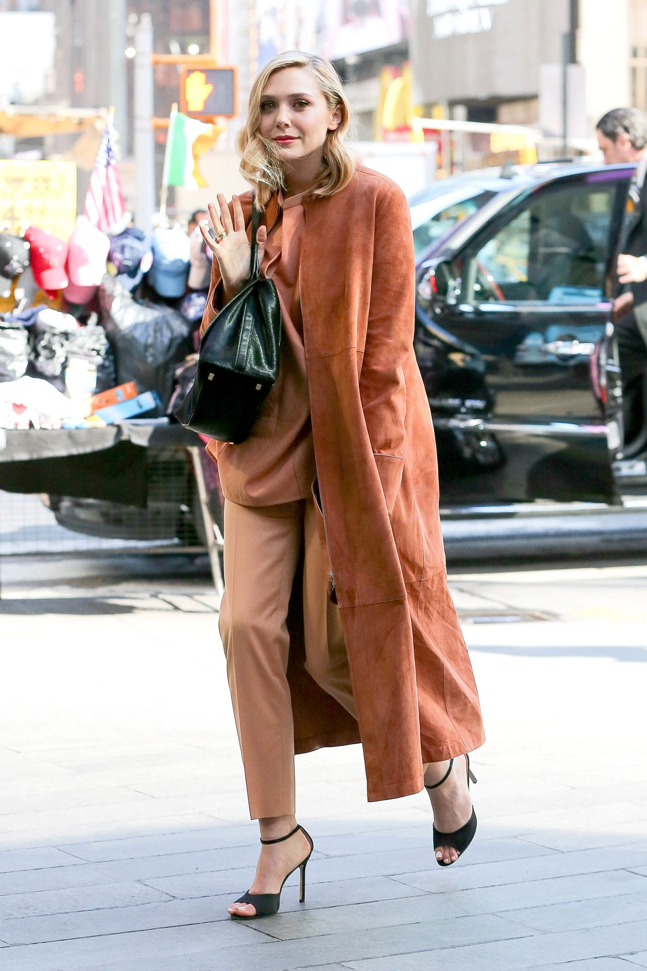 Elizabeth Olsen Style Elizabeth Olsen Style – Out in