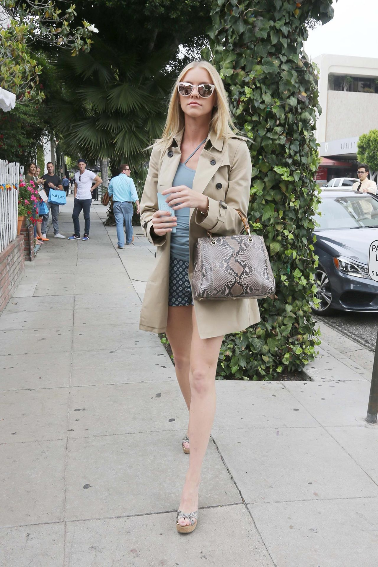 Elle evans at the ivy restaurant in west hollywood for Le elle apartments west hollywood