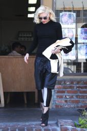 Gwen Stefani Fashion - Acupuncture Clinic in Los Angeles, April 2015