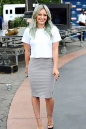 Hilary Duff Style - On the Set of Extra in Universal City - April 2015