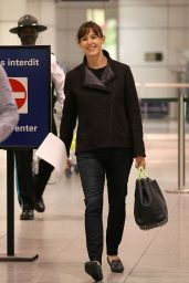 Jennifer Garner - at Pierre-Elliot Trudeau Airport in Montreal, April 2015