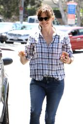 Jennifer Garner - Out in Santa Monica, April 2015
