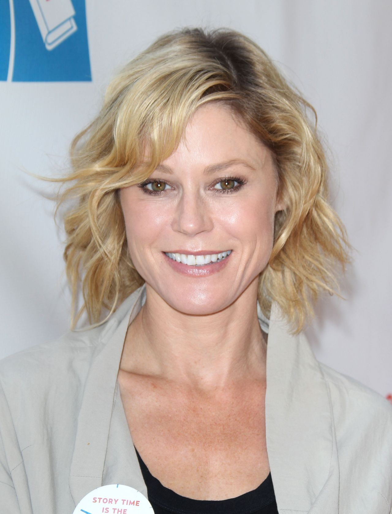 Julie Bowen 2015 Milk Bookies Story Time Celebration