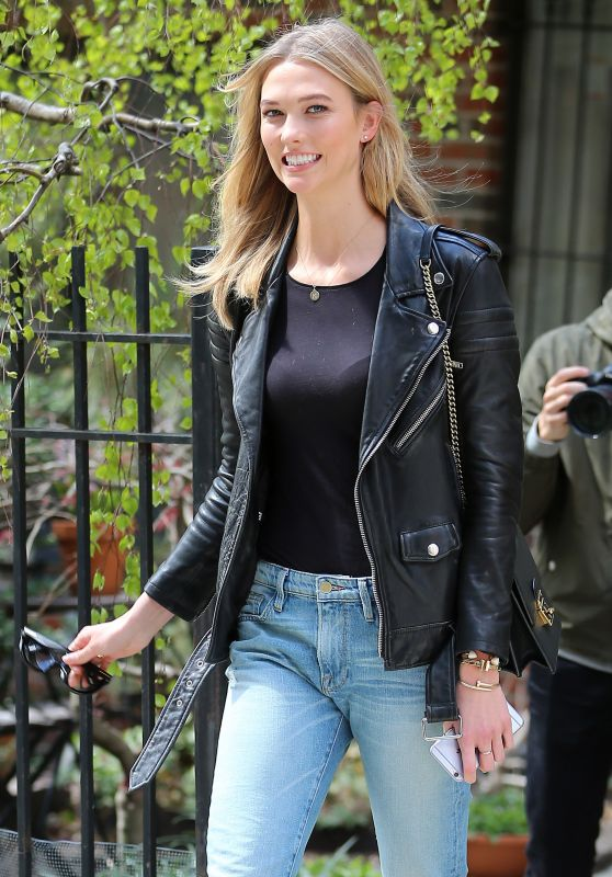 Karlie Kloss - Heading to Karlie Kloss x Frame Denim Meet and Greet Held at Bergdorf Goodman in New York