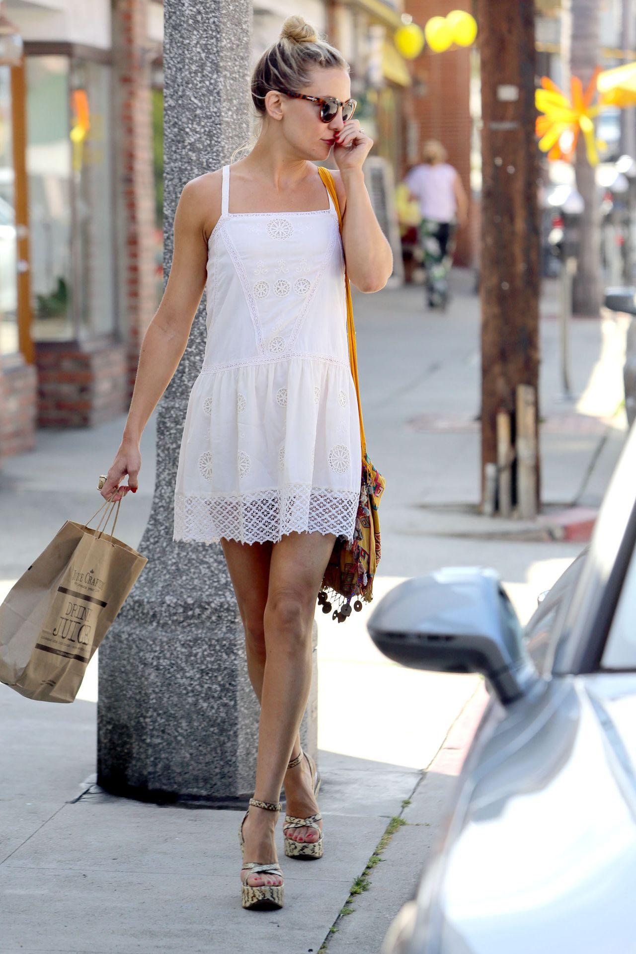 Kate Hudson Leggy Shopping In Los Angeles April 2015