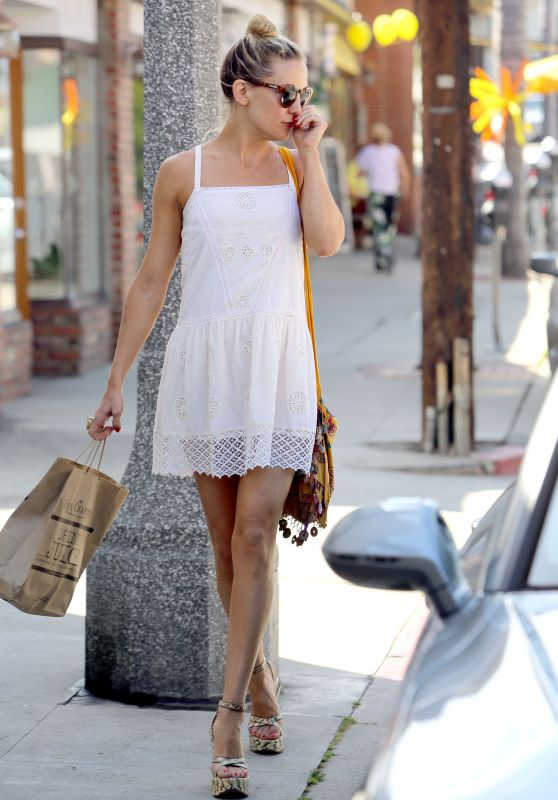 Kate Hudson Leggy - Shopping in Los Angeles, April 2015