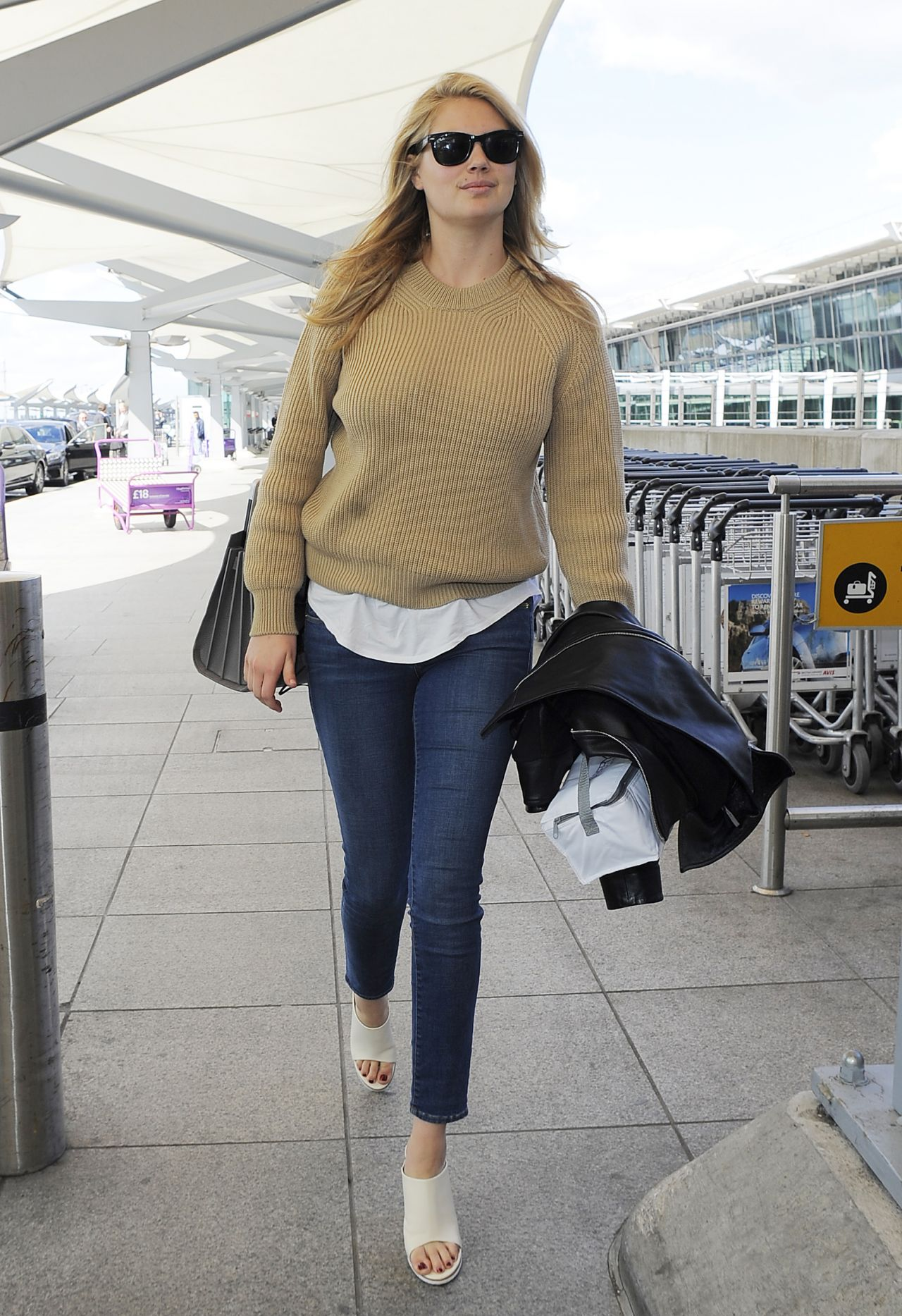 kate upton casual style heathrow airport in london