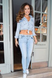 Kelly Brookin Jeans - Leaving Her Hotel in London, April 2015
