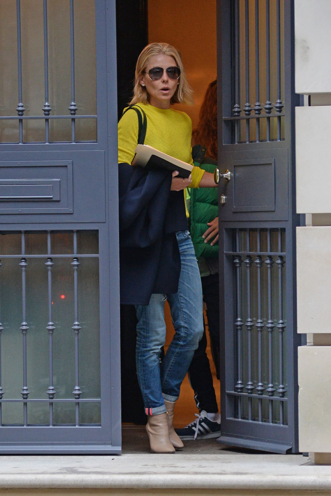 Kelly Ripa Leaving Her Apartment In New York City April 2017