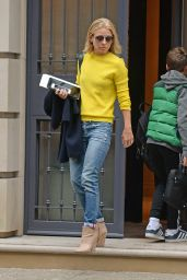 Kelly Ripa - Leaving Her Apartment in New York City - April 2015