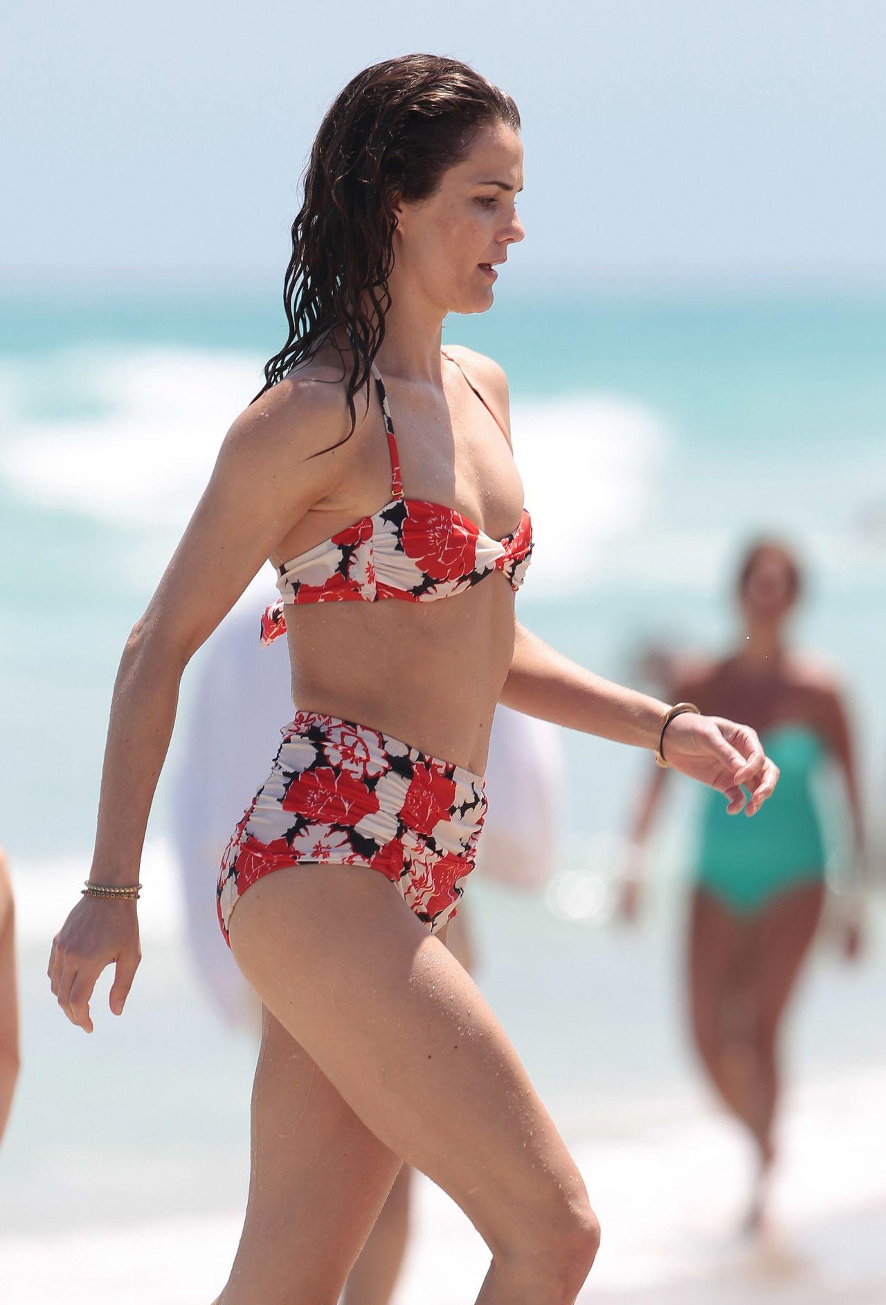 Keri Russell Bikini 85