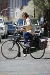 Keri Russell Rides Byke in Brooklyn - April 2015
