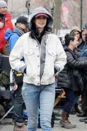 Krysten Ritter - Set of