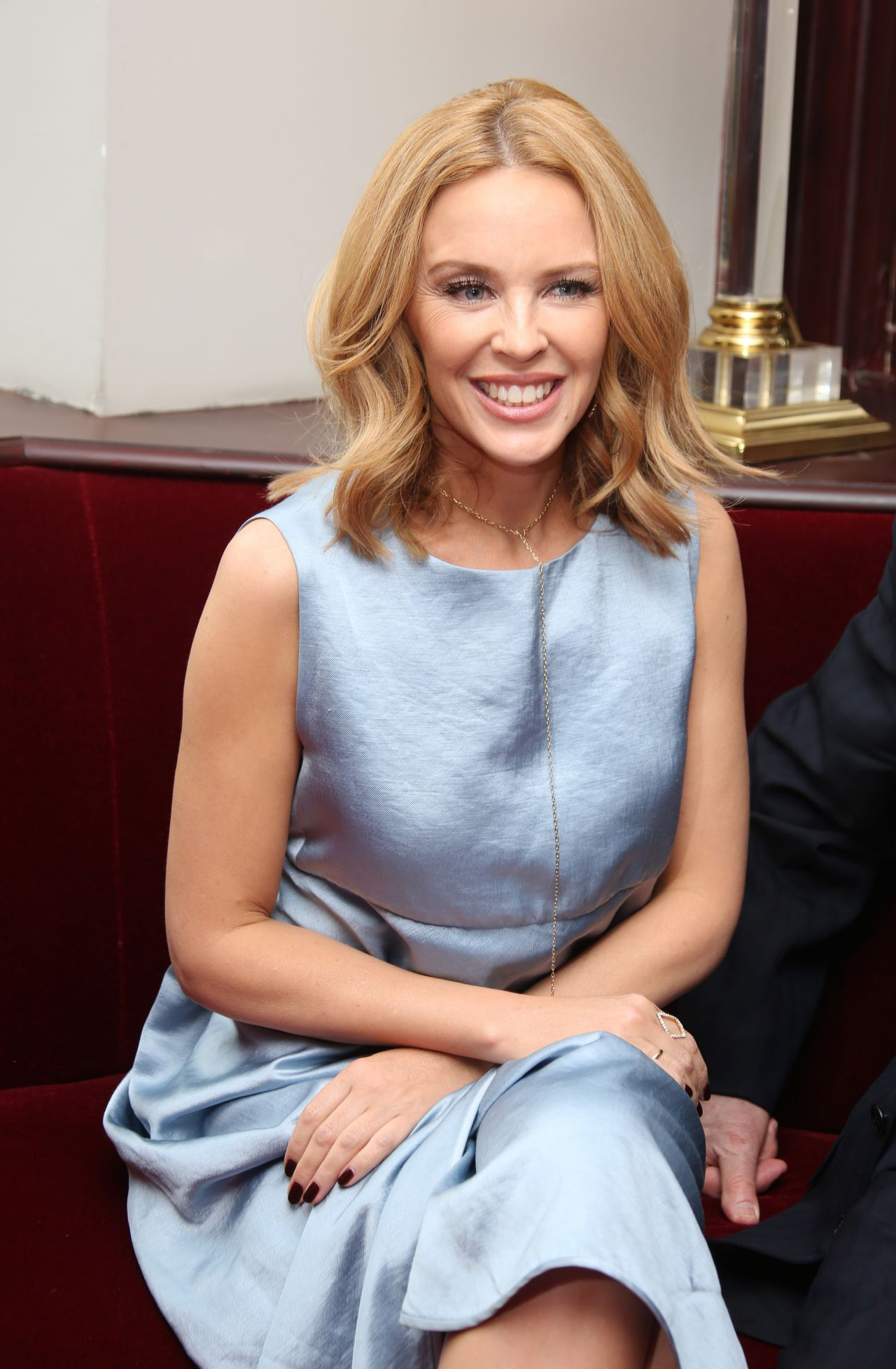 Kylie Minogue Gives Superfan Pricelesssurprises As She: Les Grandes Filles Play Benefiting APREC