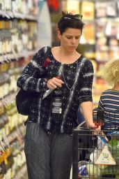 Neve Campbell - Grocery Shopping in Hollywood, April 2015