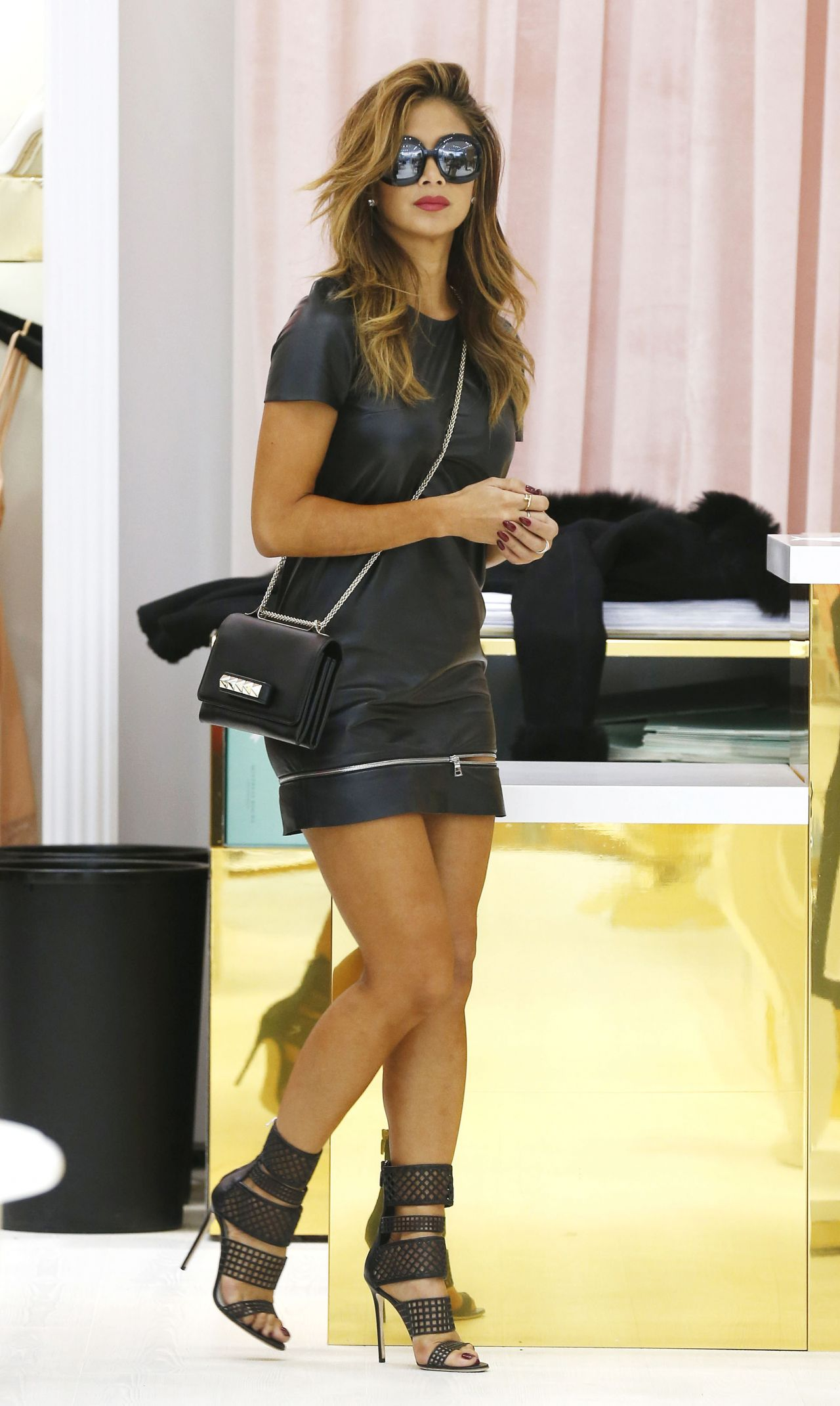Nicole Scherzinger Shopping in London, April 2015 Nicole Scherzinger