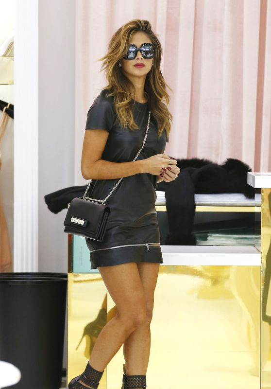 Nicole Scherzinger Shopping in London, April 2015