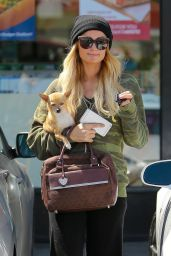 Paris Hilton Stops by 7 Eleven in Beverly Hills - April 2015
