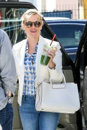 Reese Witherspoon Sips on a Green Juice in Los Angeles - April 2015