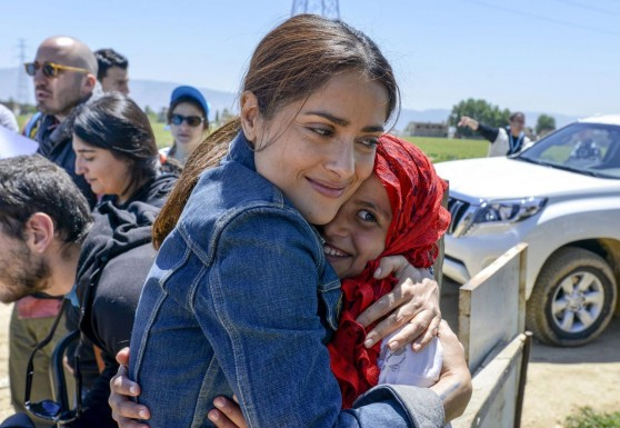 salma-hayek-meets-with-syrian-refugees-during-her-visit-with-unicef-in-the-bekaa-valley_1
