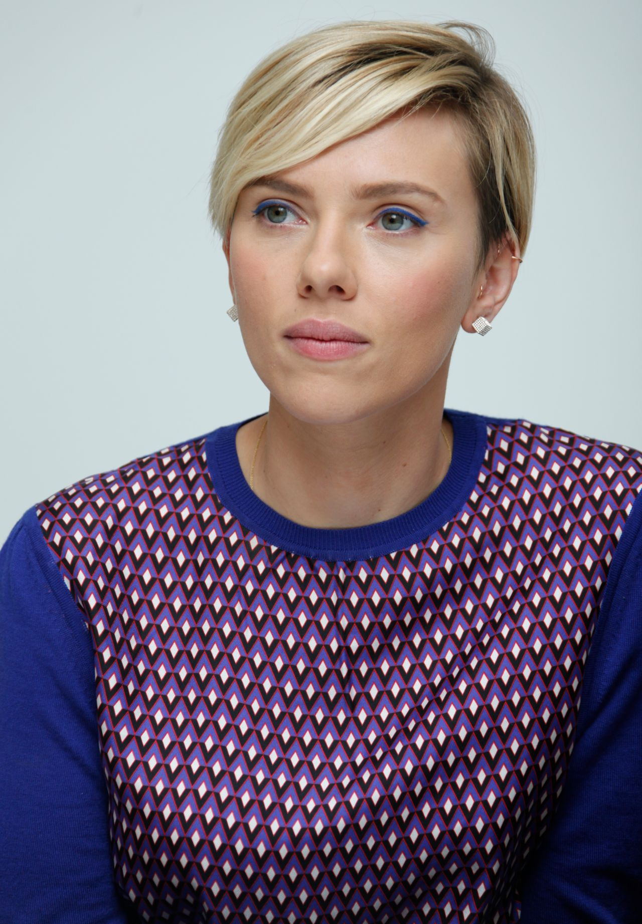 Scarlett Johansson – Avengers: Age Of Ultron Press Conference in ... Scarlett Johansson