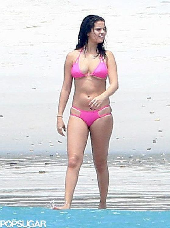 Selena Gomez Hot In Bikini In Mexico April 2015