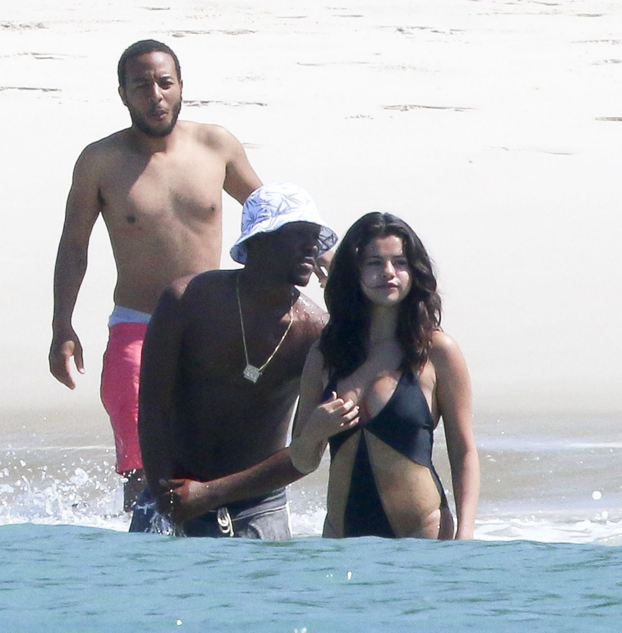 Selena gomez hot boobs-8758