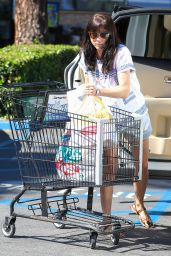 Selma Blair - Grocery Shopping at Ralph