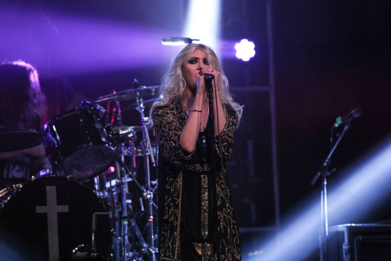Taylor Momsen The Pretty Reckless Performing In Nashville April 2015