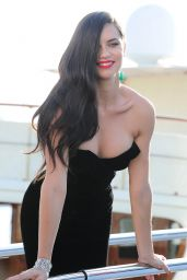 Adriana Lima Boards a Yacht in Cannes, May 2015