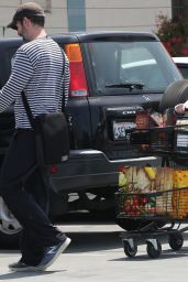 Amy Adams - Grocery Shopping in Los Angeles, May 2015