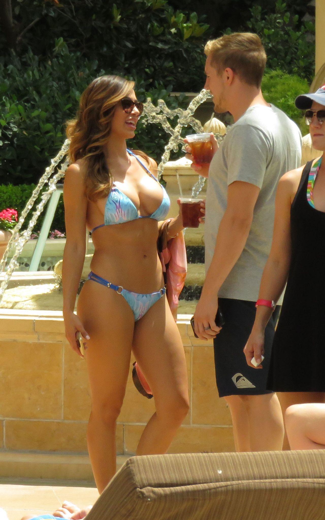 Ana cheri bikini pics shows off her curves in las vegas for Pool show vegas 2015