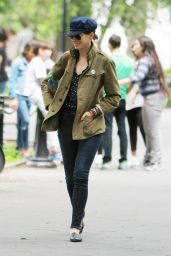 Anne Hathaway Street Style - Out in NYC, May 2015