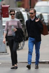 Anne Hathaway - Walking to the Public Theatre, May 2015