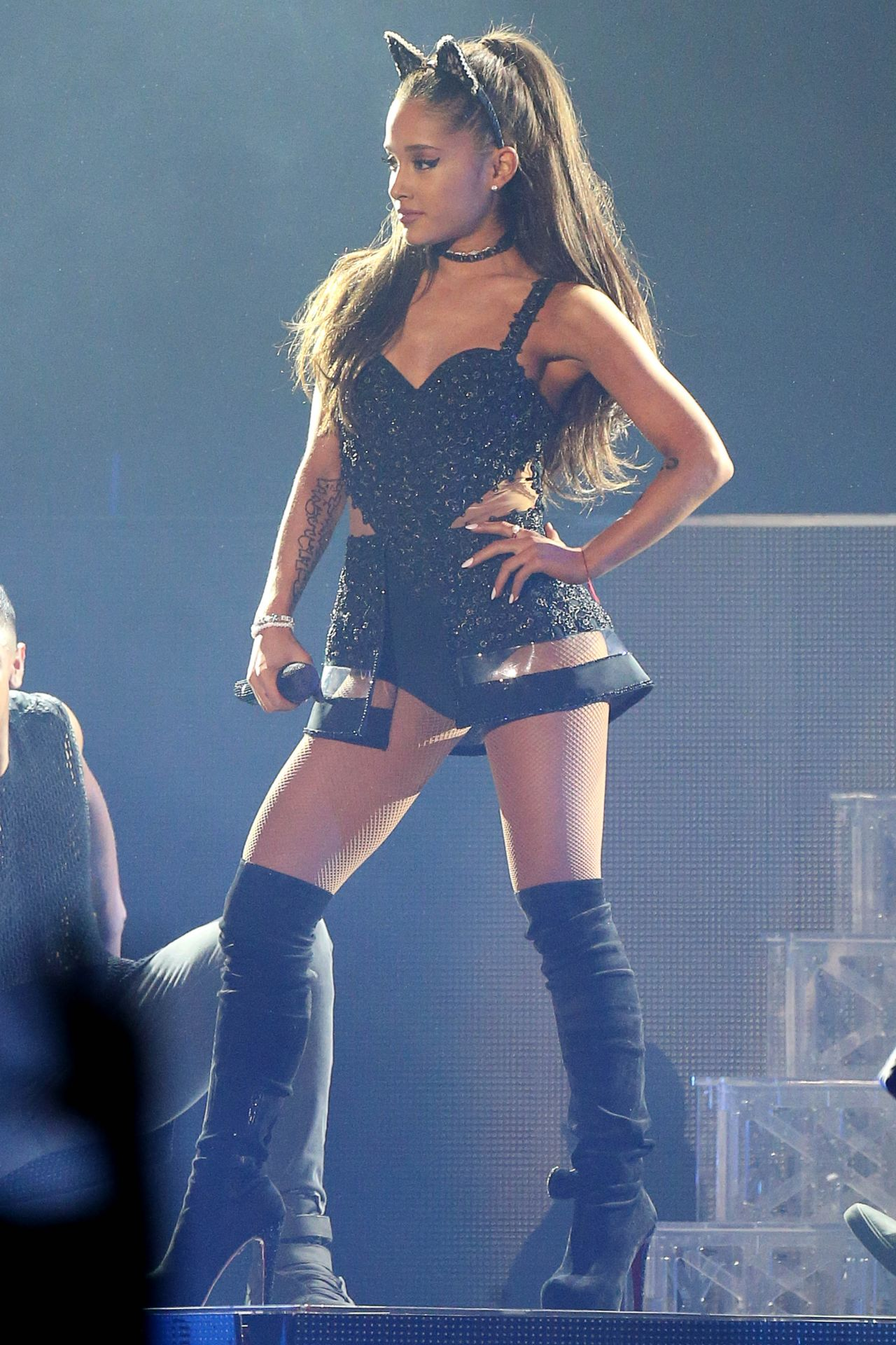 ariana grande the honeymoon tour in milan may 2015