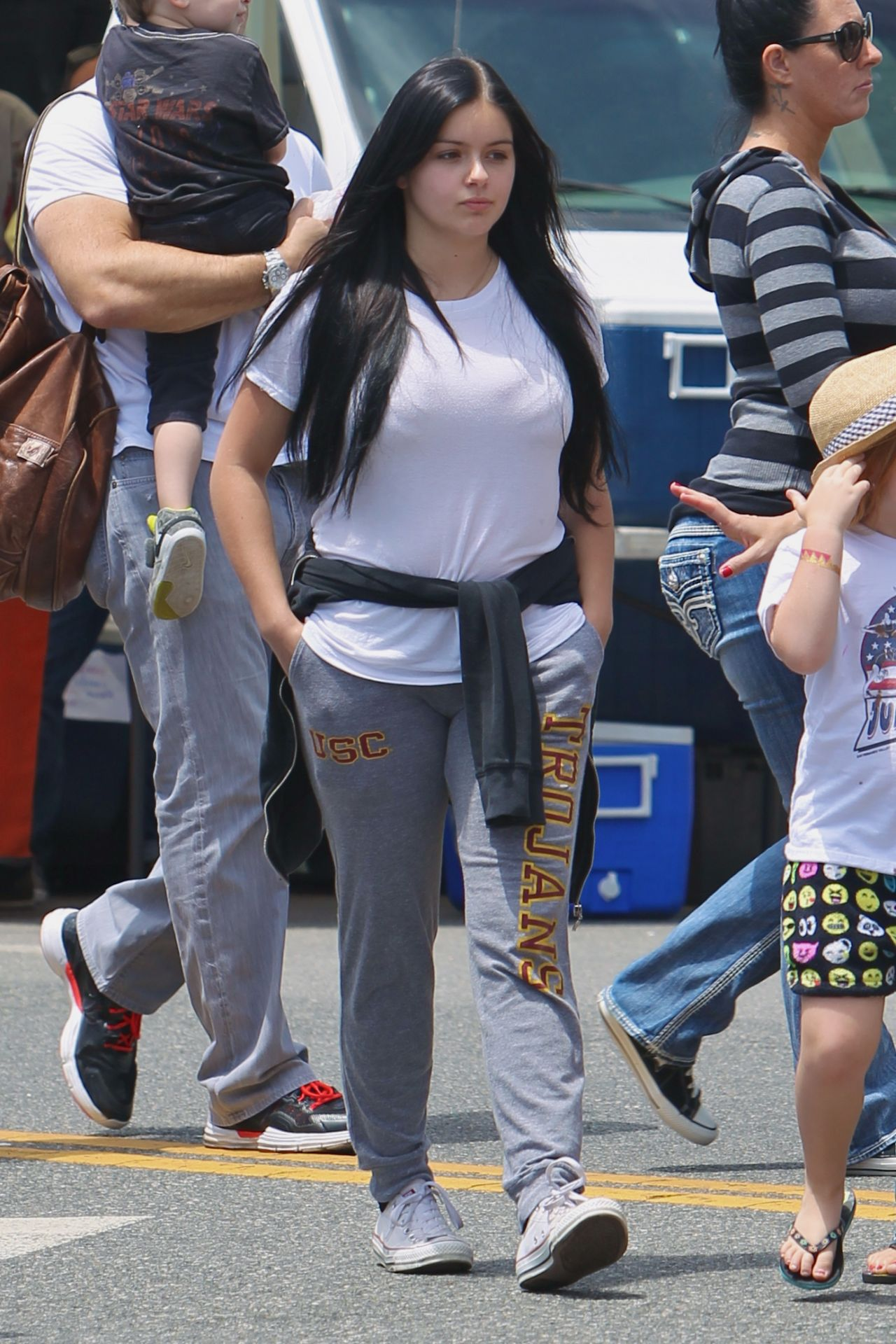 047d972a6 Ariel Winter at The Farmers Market in Los Angeles