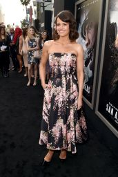 Carla Gugino - San Andreas Premiere in Hollywood