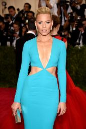 Elizabeth Banks – Costume Institute Benefit Gala in New York City, May 2015