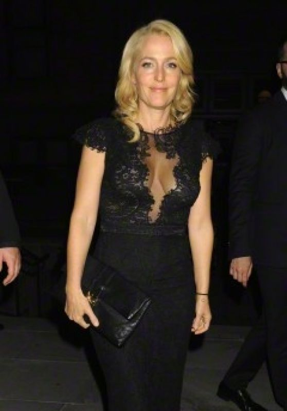Gillian Anderson Arrives at Entertainment Weekly and People Magazine Party in NYC, May 2015
