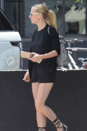 Gwyneth Paltrow Leggy in Shorts - Leaving a Restaurant in Venice, California, May 2015