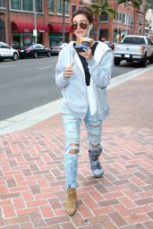 Hailey Baldwin Shopping in Beverly Hills, May 2015