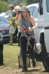 Hilary Duff at a Flea Market in Los Angeles, May 2015