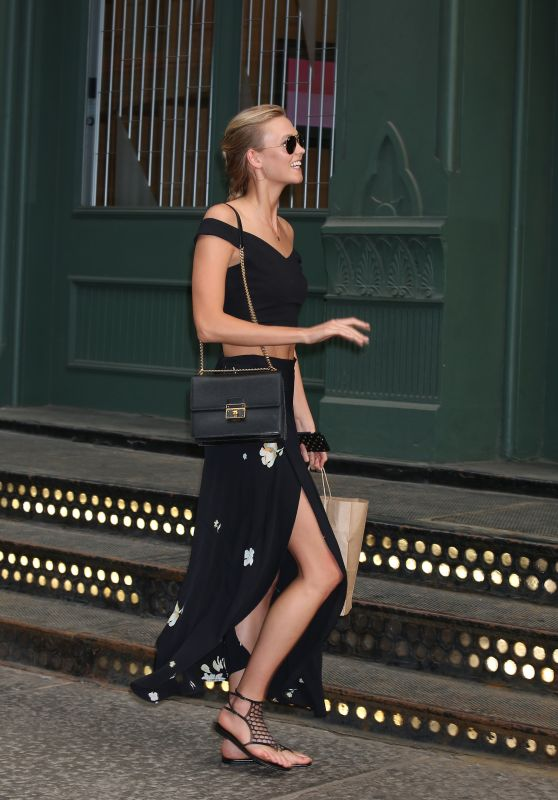 Karlie Kloss - Arriving at Taylor Swift