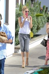 Kate Hudson Out in Malibu, May 2015