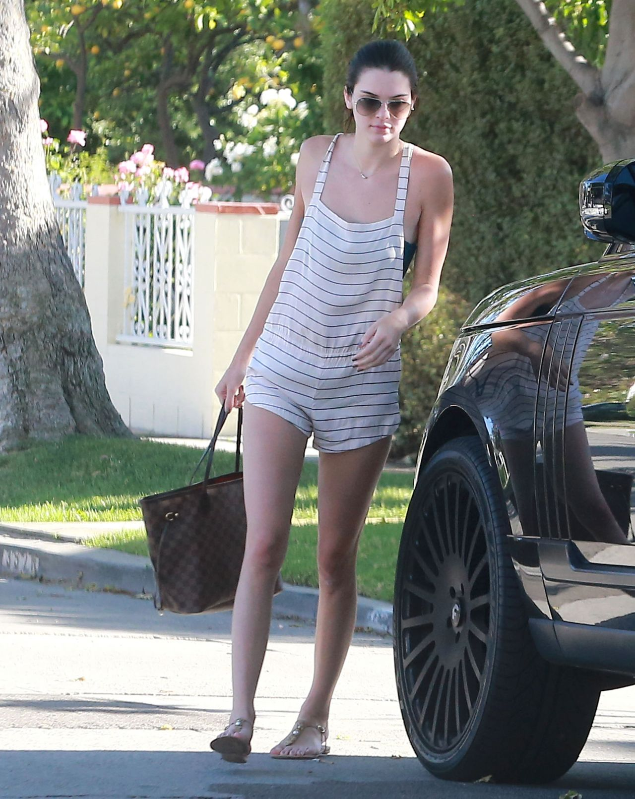 Kendall Jenner Street Style Outside Her Friend 39 S House In Los Angeles May 2015