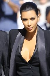 Kim Kardashian Signing Autographs for Fans at The Jimmy Kimmel Show in Hollywood, April 2015