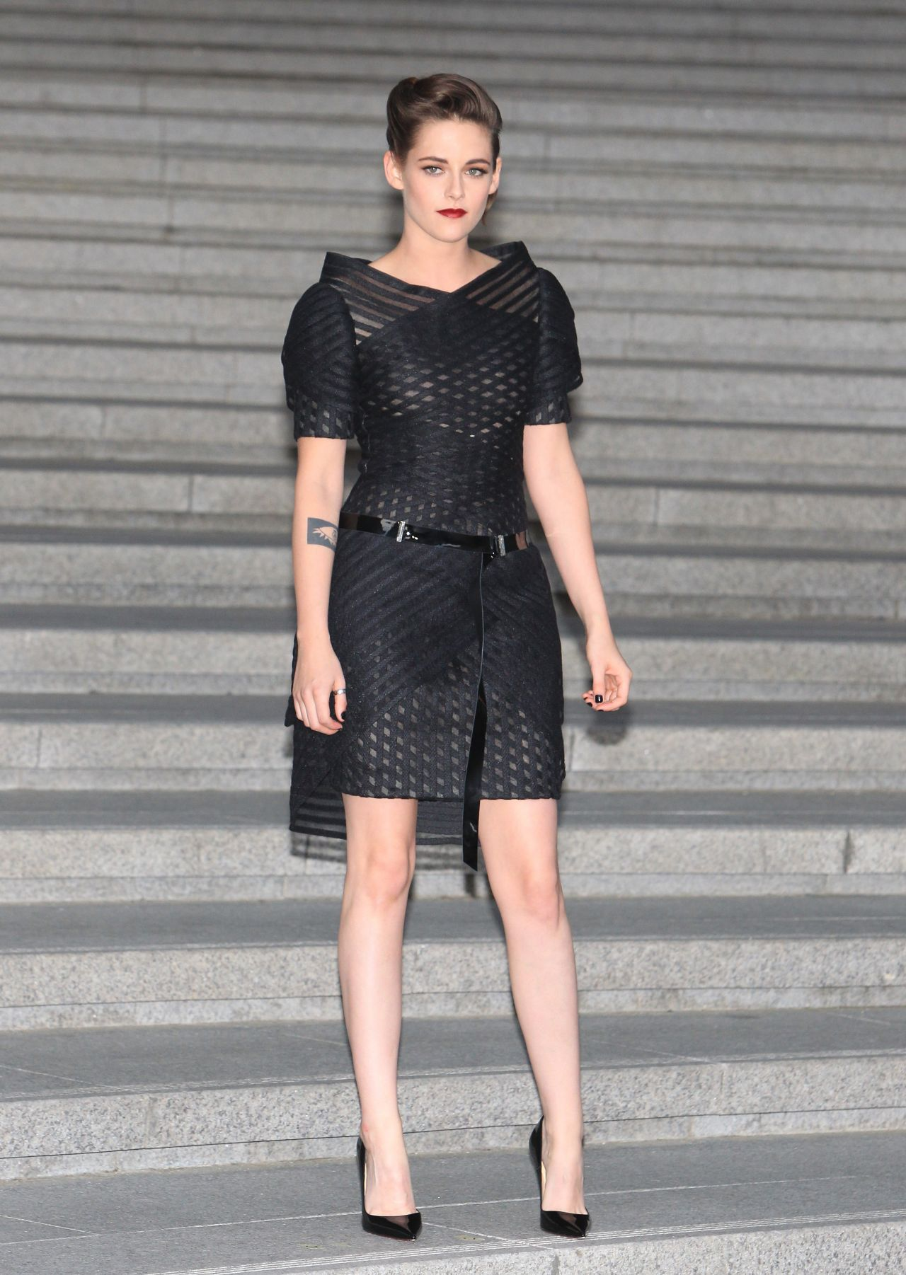 kristen stewart at chanel 2015 16 cruise collection show in seoul. Black Bedroom Furniture Sets. Home Design Ideas